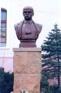 Погруддя Тарасу Шевченку на подвір'ї інституту підприємства і бізнесу