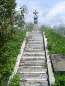могила загиблих підпільників із друкарні Старуха на цвинтарі смт. Товстого