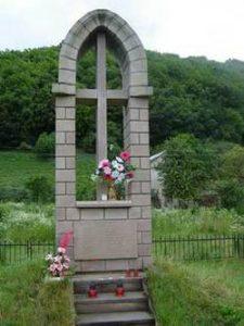 Пам'ятник отцям-домініканцям, яких енкаведисти замордували на Червоному Борезі або Стінці (околиця Чорткова). Архітектор - Микола Білик
