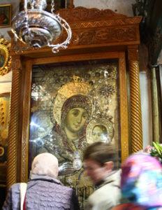 Ікона усміхненої Діви Марії у церкві Різдва.