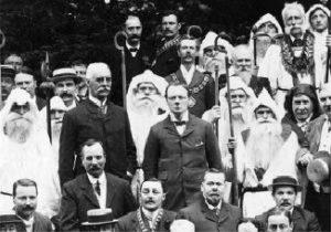 Черчілля приймають в ложу (гай) Альбіону Стародавнього ордену друїдів. 15 серпня 1908 року.