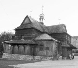 Успенська церква в Чорткові до Другої світової війни (з лівої сторони) і новозбудована на початку 90-х рр.(з правої сторони)