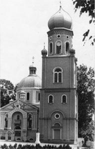 Новозбудована дзвіниця , що на близькій відстані від будівлі храму, порушила гармонію архітектурного ансамблю на терені церкви Пресвятої Покрови Богородиці.