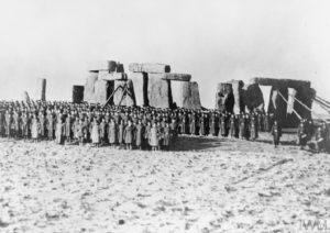 8-й канадський піхотний батальйон біля Стоунхенджу. 1915 рік.