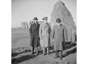 Черчілль, Маршалл і Кейсі біля Стоунхенджу. 1943 рік.