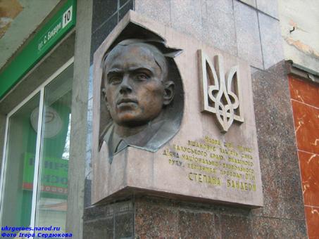 Вулиця Степана Бандери в місті Калуш