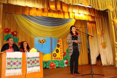 Виступає заслужена артистка України Ніна Жукова