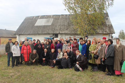 Спільне фото на садибі В. Юхимовича