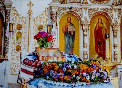 Фрагмент внутрішнього убранства Чеснохрестської церкви ПЦУ в Кременці. Сучасний вигляд.