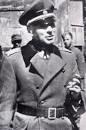 Павло Шандрук: генерал-хорунжий Армії УНР у другій половині 1920-тих років і генерал-поручник, командувач Української Національної Армії у квітні-травні 1945 року.
